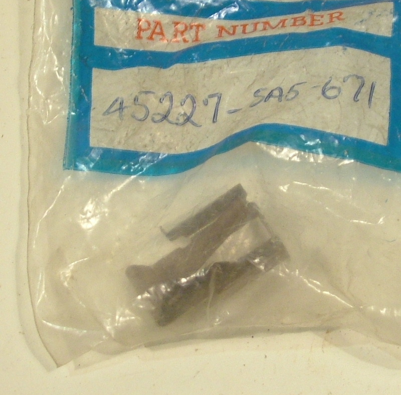 Accord 1982-83 Front brake anti rattle pad clip, left - NOS