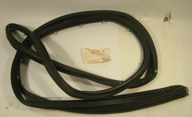 Civic 1984-87 4dr Door seal right front - NOS
